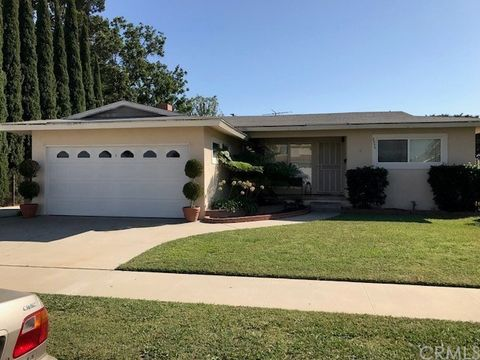 8556 Orange St Downey CA 90242