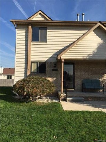 25899 New Forest Ct, Chesterfield Township, MI 48051