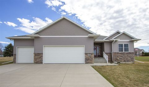 Photo of 1867 Red Tail Dr, Waterloo, IA 50701
