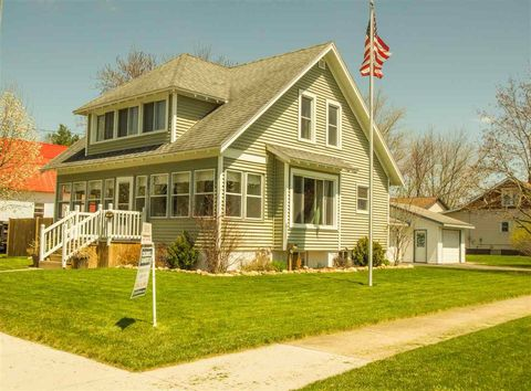 Photo of 303 N Oxford St, Wautoma, WI 54982