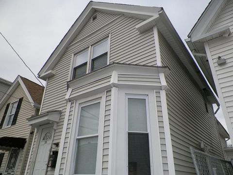 55 Kingston St, Lawrence, MA 01843