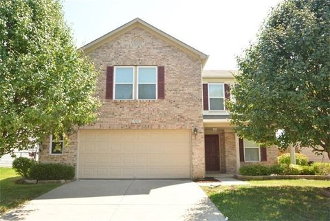 8141 Retreat Ln, Indianapolis, IN 46259