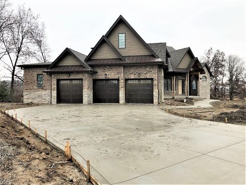 11380 Bell Pl, Crown Point, IN 46307