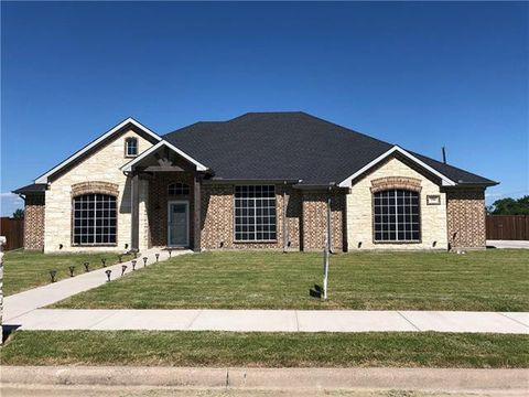Photo of 106 S Meadow Dr, Ferris, TX 75125