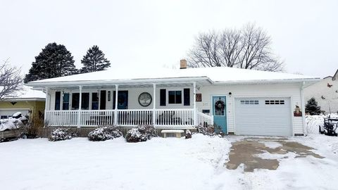 Photo of 317 N Badger St, Caledonia, MN 55921