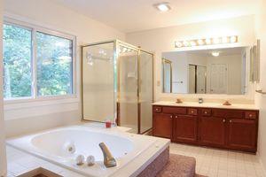 125 Heartwood Ct, Loveland, OH 45140 - Bathroom