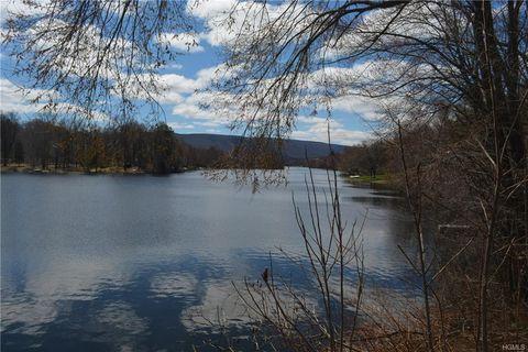 23 Lakeside Dr, New Windsor, NY 12553