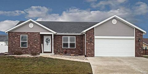 Photo of 10011 President Ct, Breese, IL 62230