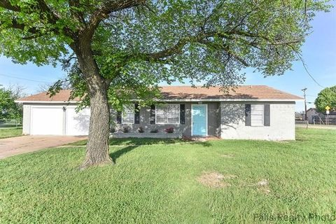 Photo of 719 N West Ave, Holliday, TX 76366