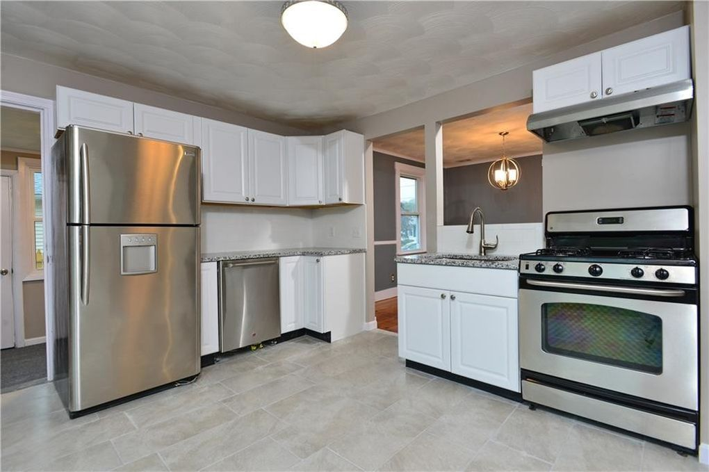 Kccne On Twitter Cranston Ri Kitchen Featuring Trenton Cabinets