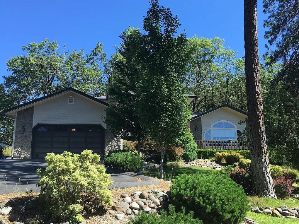 310 Mallory Heights Dr Grants Pass, OR 97526