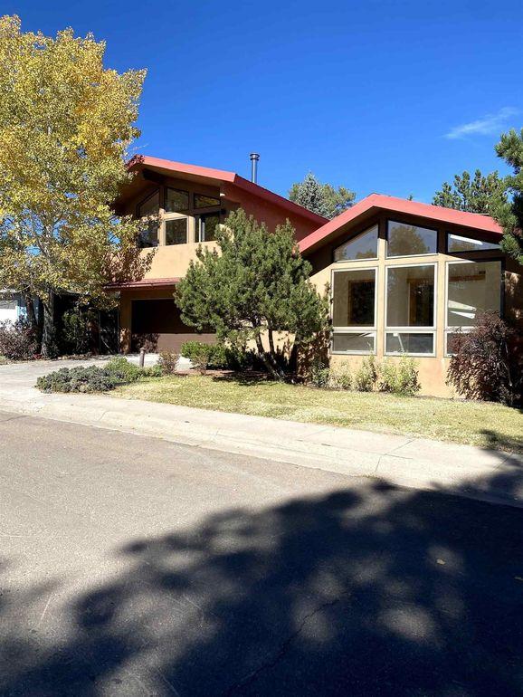 560 Quartz St Los Alamos, NM 87544