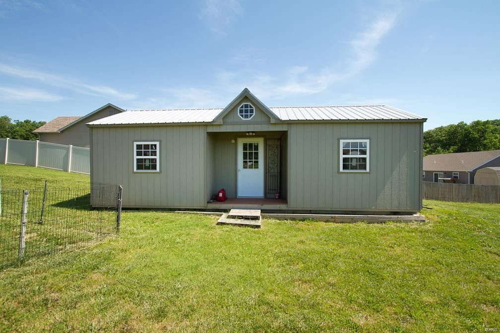 28 Hunters Pointe Dr Winfield, MO 63389