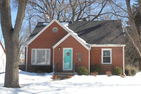 Photo of 814 N 112th St, Wauwatosa, WI 53226