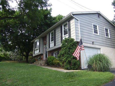 480 Summit Dr, Columbia, PA 17512