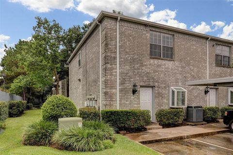 Photo Of 7779 Cambridge St Unit Houston Tx 77054 Townhome For Rent