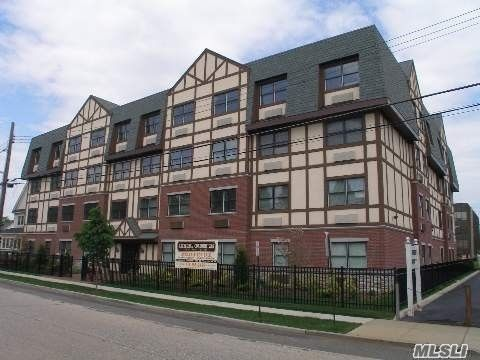 55 Clinton Ave Apt 406, Rockville Centre, NY 11570