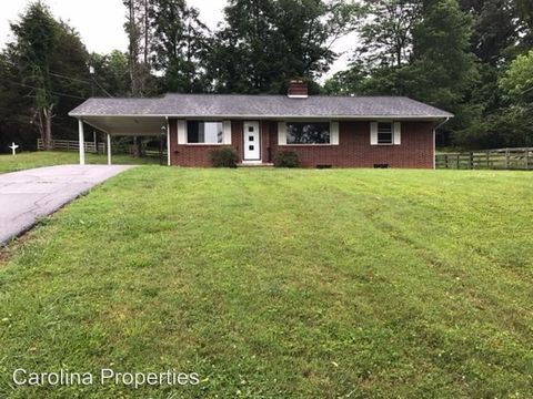 Photo of 110 Cedar Ln, North Wilkesboro, NC 28659