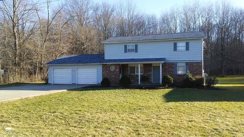 Photo of 5002 Maple Dr, Vienna, OH 44473