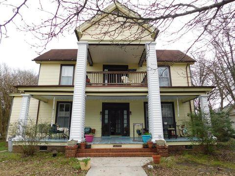 Photo of 402 N Main St, Winton, NC 27986