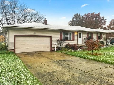 2236 Innwood Dr, Youngstown, OH 44515