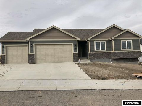Photo of 1054 Big Horn Dr, Douglas, WY 82633
