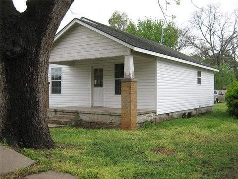 713 N Chickasaw St, Pauls Valley, OK 73075