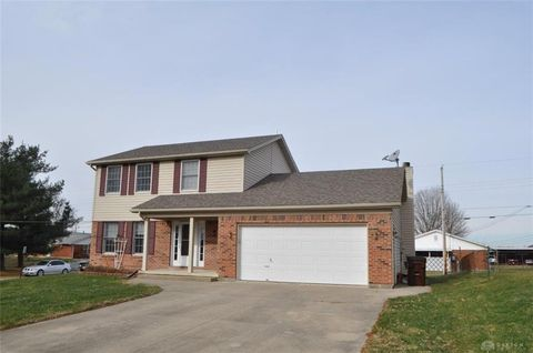 206 Purcell Dr, Xenia, OH 45385