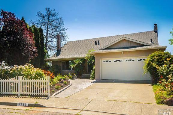 Delightful 1529 Creekside Dr, Petaluma, CA 94954