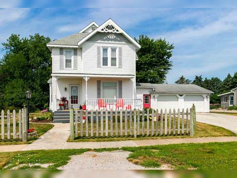 653 N Division St, Woodhull, IL 61490