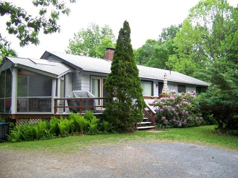208 Mead Ln, Middlebury, VT 05753