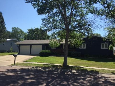 210 N Taylor Ave, Pierre, SD 57501
