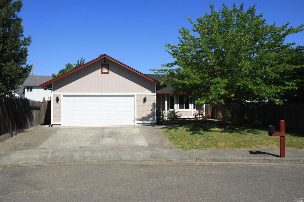 417 Duncan Dr Windsor, CA 95492