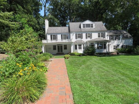 Photo of 69 Dogwood Ln, Locust Valley, NY 11560