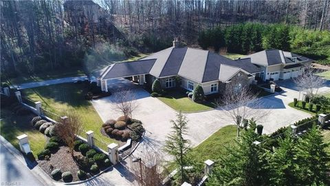 Photo of 1727 Spring Valley Dr, Wilkesboro, NC 28697