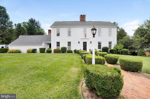 Photo of 19711 Meadowbrook Rd, Hagerstown, MD 21742