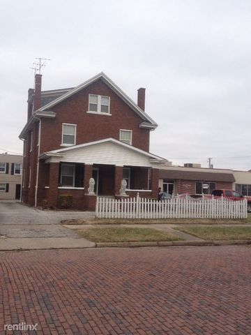 Photo of 704 10th Ave, Huntington, WV 25701