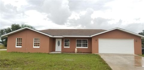 Photo of 213 N Tarsus Rd, Avon Park, FL 33825