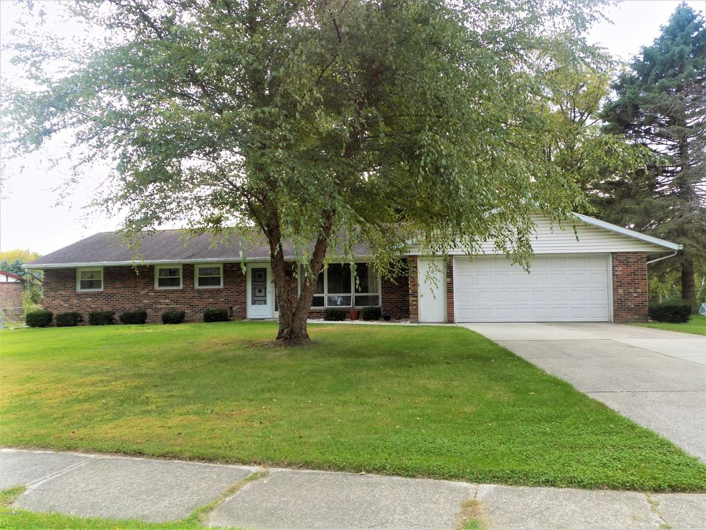 308 Timber Dr Coloma, MI 49038