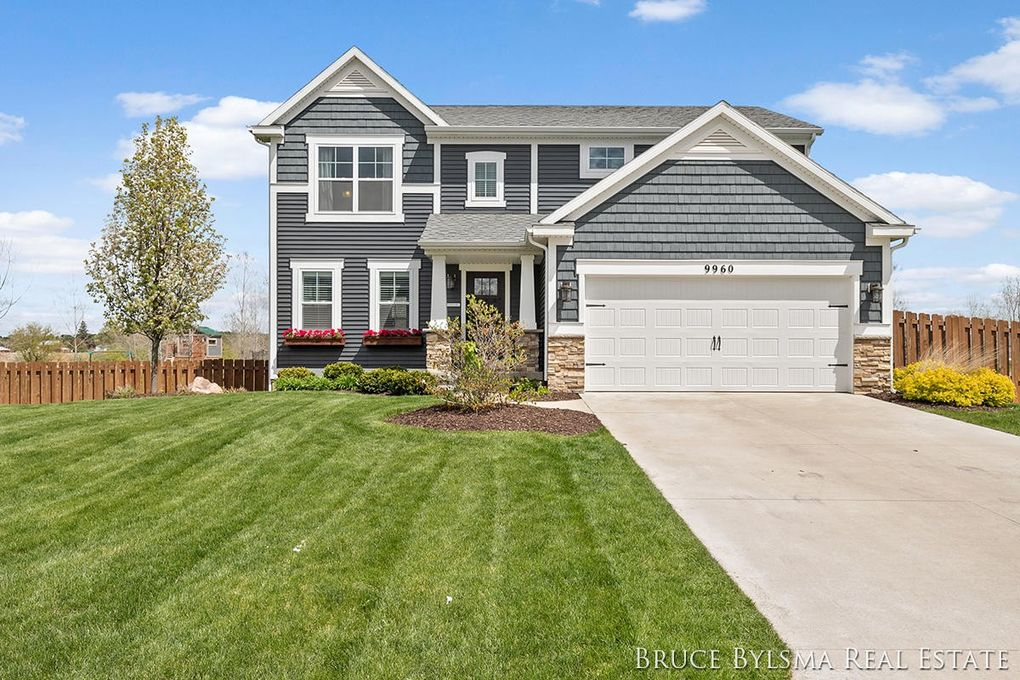 9960 Myers View Dr Rockford, MI 49341