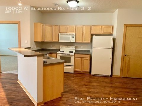 Photo of 10900 W Bluemound Rd Apt 312, Wauwatosa, WI 53226