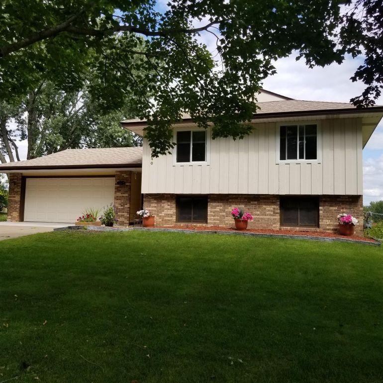 8640 81st St S Cottage Grove, MN 55016