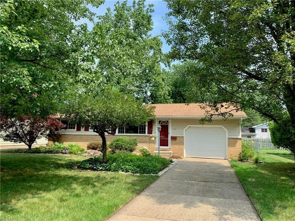 24806 Doe Dr North Olmsted, OH 44070