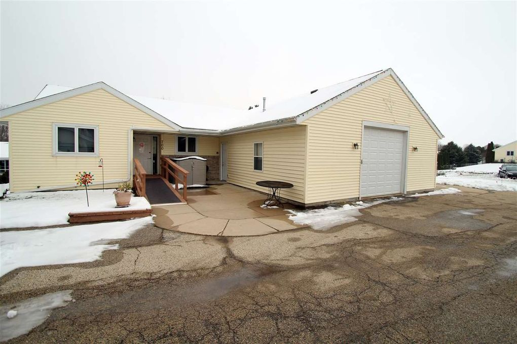 700-702 Badger Ct Units 700 & 702 Fort Atkinson, WI 53538