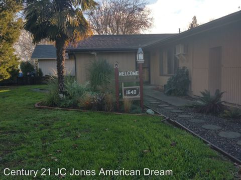 Photo of 1640 Leonard Rd # A, Grants Pass, OR 97527