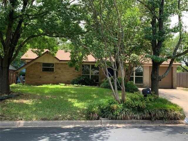821 Edgehill Dr Hurst, TX 76053