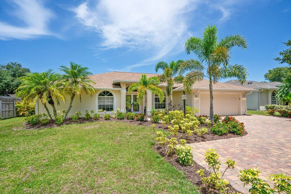 5698 Country Walk Ln Sarasota, FL 34233