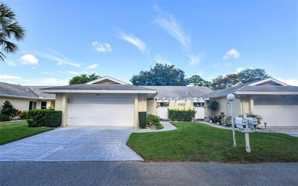 5749 Center Pointe Ln Unit 17 Sarasota, FL 34233