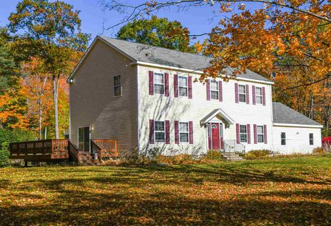 Photo of 15 Boyle St, Lincoln, NH 03251