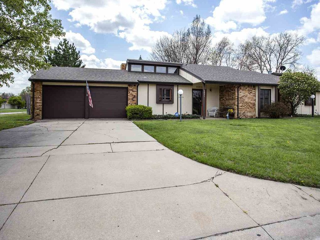 3021 N Longfellow Ct Wichita, KS 67226